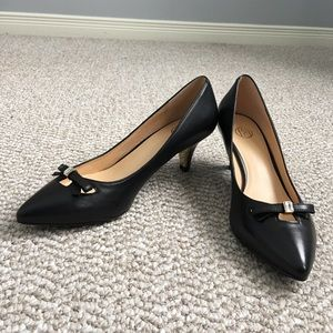 Shoes - Black closed-toe pointy heels
